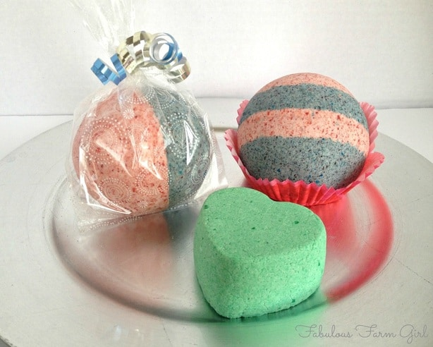 Bath Fizzies by FabulousFarmGirl. Makes bath time fun for everyone! These are cheap and easy to make.